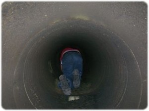 Mite_E_Ducts_technician_crawling_large_duct